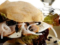 Sandwich med kalkun Hamburger, Picnic, Sandwiches, Beef, Chicken, Ethnic Recipes, Food, Meat, Hamburgers