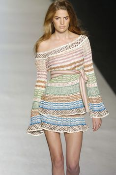 Missoni at Milan Fashion Week Spring 2005 - Runway Photos Blouse Dress, Knit Dress, Missoni, Future Clothes, Crochet Fashion, Clothing Items, Beautiful Outfits, Boho Chic, Knitwear