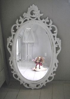 Syroco vintage painted oval mirror in cottage white - shabby chic @The PurpleCoven $54.95 so hot-->#looksgoodonya