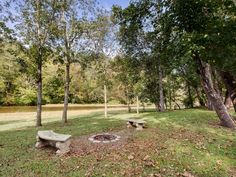 VRBO.com #4064966ha - Quaint Riverfront 2BR Townsend Cottage W/Expansive Backyard Oasis, Outdoor Firepit & Spacious Private Deck - Easy Access to Renowned Attractions & Endless Outdoor Recreation!