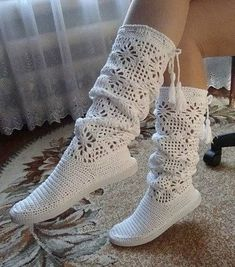 Nice Crochet Idea With Pattern - Diy Crafts Crochet Boots Pattern, Shoe Pattern, Crochet Slippers, Crochet Patterns, Crochet Slipper Boots, Lampe Crochet, Crochet Baby, Knit Crochet, Crochet Designs