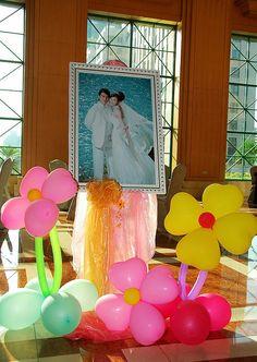 Die bloemballonnen! Geweldig! 晚宴布置, Wedding Party Decoration by 黃毛 :: YELLOW fotografie ::, via Flickr