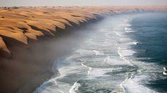 Deserto da Namíbia beijando o Oceano Atlântico