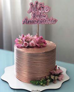 Por quê será que ele é o mais pedido por aqui? Topo de bolo @dethali2015  #bolosalvador #bolosemsalvador #festasalvador #bolocomflores Modern Birthday Cakes, Beautiful Birthday Cakes, Birthday Cakes For Women, Gorgeous Cakes, Amazing Cakes, Birthday Cake For Women Elegant, Metallic Cake, Cactus Cake, Cake Blog