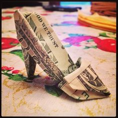 Money Origami Shoe ~ If you're a fan of high heels you will enjoy the pictures on this site. My one disappointment is that there aren't any instructions to accompany this image.