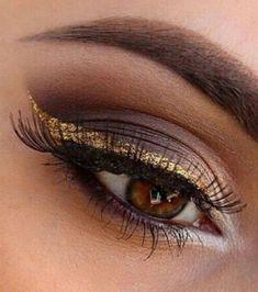 Makeup: how to make up her brown eyes? Makeup: how to make up her brown eyes? Gold Eyeliner, Eyeliner Looks, Dark Hair Makeup, Gold Makeup, Makeup For Brown Eyes, Natural Makeup, Make Up Gold, Eye Make Up, Show Makeup
