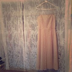 Dazzling ⚜Jessica Howard ⚜Formal Dress NWT......never worn! My weight gain is your ticket to a great deal on this dress!!! Beautiful in person, not one flaw! Clean and ready to wear! Jessica Howard Dresses Prom