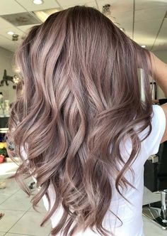 34 Flawless Summer Hair Color Trends for Women 2018 - Love That Hair - Hair Designs Hair Color Shades, Cool Hair Color, Balayage Hair Colour, Hair Colors For Brown Skin, Best Box Hair Color, Nice Hair Colors, Shades Of Brown Hair, Brunnete Hair Color, Brown Hair To Blonde