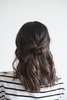 15 Effortlessly Cool Hair Ideas to Try This Summer Cute easy casual hairstyles inspiration. Half up hair ideas. Half up ponytail braid. Hair twisted back into a half up hairstyle. - Unique World O Easy Casual Hairstyles, Twist Hairstyles, Cool Hairstyles, Summer Hairstyles, Hairstyle Ideas, Beautiful Hairstyles, Makeup Hairstyle, Balayage Hairstyle, Half Up Hairstyles Easy
