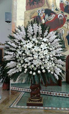 espectacular ramo para decorar el altar mayor, capilla San Rafael, San Juan de Pasto