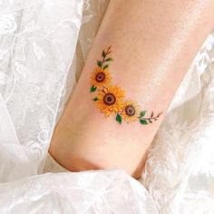 Mini Tattoos, Circle Tattoos, Black Tattoos, Body Art Tattoos, Small Tattoos, Fox Tattoos, Tree Tattoos, Tatoos, Finger Tattoos