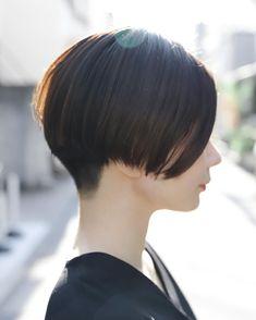 ogawa/+〜ingさんはInstagramを利用しています:「✴︎    お客様photo✂︎    刈り上げ女子𓅷      髪質に合わせて  毎朝のセットが楽になるような  可愛いデザインを一緒に考えていきます𓀀  絶壁を気にされてる方、 刈り上げ挑戦したい方、 是非お任せください✌︎✌︎✌︎…」 Girl Short Hair, Short Curly Hair, Short Hair Cuts, Curly Hair Styles, Japanese Short Hair, Japanese Hairstyle, Curly Hair Salon, Short Hair Designs, Short Hair Undercut