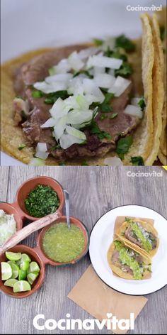 ¡Fácil! Prepara estos tradicionales y muy mexicanos Tacos de lengua de res caseros, ¡de las carnes más blanditas! Acompaña con verdura y salsa al estilo DF. Beef Recipes, Mexican Food Recipes, Cooking Recipes, Healthy Recipes, Tacos Mexicanos, Tacos And Burritos, Salsa, Yummy Food, Tasty