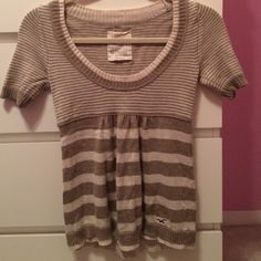 Cream and tan blouse Cream and tan Hollister top. Size XS. Hollister Tops Blouses