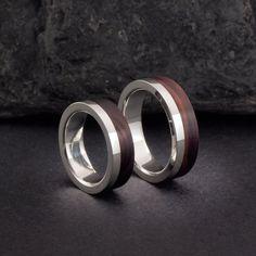 Alianzas de plata y madera de palo violeta. Sterling silver and kingwood wedding bands. Wood ring, wooden ring. Adam Ballester Joyas. Más