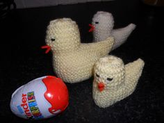 Larger knitted chick to fit a Kinder Surprise egg. - My CMS Animal Knitting Patterns, Crochet Patterns, Crochet Ideas, Easter Egg Template, Knitting Stiches, Free Knitting, Doll Clothes Barbie, Easter Crochet, Knit Crochet