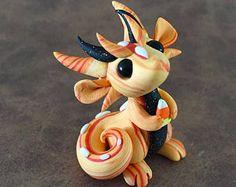 Orange Swirl Scrap Dragon Polymer Clay Dragon, Polymer Clay Figures, Cute Polymer Clay, Polymer Clay Dolls, Cute Clay, Polymer Clay Charms, Clay Projects, Clay Crafts, Dinosaur Origami