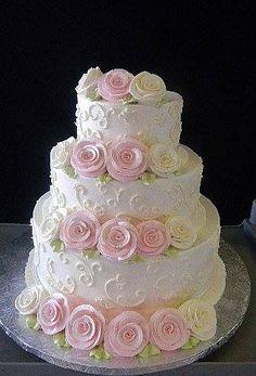 Dort krémový * svatební - zdobený bílými a žlutými růžemi.
