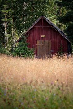 Barn. Barns. Country. Summer. Farmland. Farm.