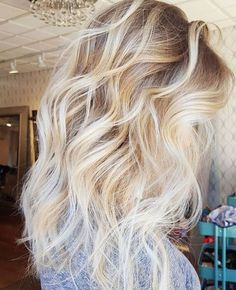 awesome blonde wavy hair...