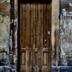The doors in the tiny side streets of #Vienna have a history of their own. #Eurail