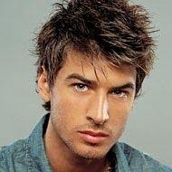 Corte de cabello para hombre frente grande
