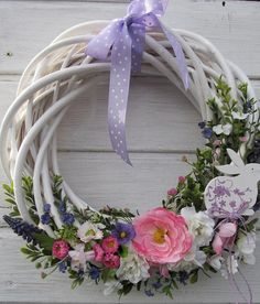 wiosenny wianek Xmas Wreaths, Easter Wreaths, Wreath Crafts, Diy Wreath, Summer Door Decorations, Willow Wreath, Deco Floral, Summer Wreath, How To Make Wreaths