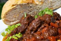Poľovnícke ragú Meat Recipes, Cooking Recipes, Goulash, Russian Recipes, Stew, Food And Drink, Menu, Dinner, Foods