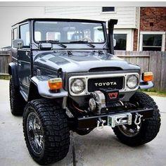 Toyota Usa, Toyota Fj40, Toyota Land Cruiser, White Jeep Wrangler Unlimited, Carros Toyota, Jeep Camping, Range Rovers, Happy Labor Day, Jeep 4x4