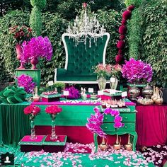 Enhance your sense of well-being by rejuvenating the interior of your home with an #Emerald throne! A #colorful #regram from @gorlanova_event