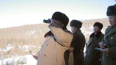Kim Jong-un, durante unas maniobras. La ONU impone nuevas sanciones a Corea del Norte por su quinta prueba nuclear. La medida, sin precedentes, reducirá los ingresos anuales de exportación del país asiático en una cuarta parte.  http://www.abc.es/internacional/abci-impone-nuevas-sanciones-corea-norte-quinta-prueba-nuclear-201612011010_noticia.html