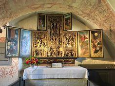 Eine sehenswerte Besonderheit: Der Schnitzaltar zu Waase Altar