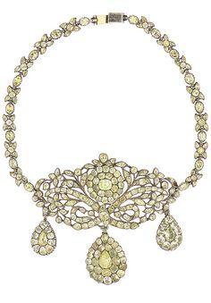 Paste girandole necklace, Portuguese, 18th century. Total weight: 74 gr. Dim. approx.: central element: 8 x 9 cm.