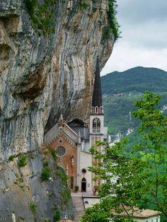 Santuário de Madonna della Corona, Itália.
