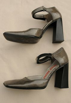 eb27b45634a34 MIU MIU Vintage 1990 Grey Sparkle Patent Leather Mary Jane Shoes 37 UK -  lovethebaroness vintage