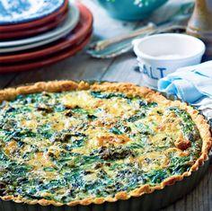 Lyst til en let og lækker frokost? Lav en skøn spinattærte – det er nemt og smager vidunderligt med en lækker frisk salat.
