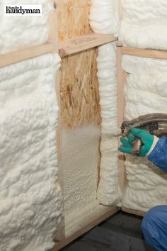 Brilliant Uses for Spray Foam: Insulate Your House Cheap Insulation, Home Insulation, Spray Foam Insulation, Nail Swag, Diy Pest Control, Mousse, Inside Home, Diy Home Repair, Rock Decor