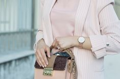 Promo code: ELLYSA , get a free strap at your order on Cluse #cluse #pink #watch #fashionblogger