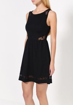 Маленькое чёрное платье с кружевными вставками на плечах, талии и по низу платья. Подробности с ценой — http://fas.st/dhwa80