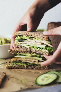 Green Sandwiches with Herb Hummus and Maple & Soy Crispy Tofu! Easy, healthy…