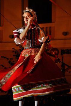 Kalotaszegi Népviselet, Costumes Around The World, Folk Dance, Beautiful Costumes, Folk Costume, Ethnic Fashion, People Around The World, Budapest, Sari, Portrait