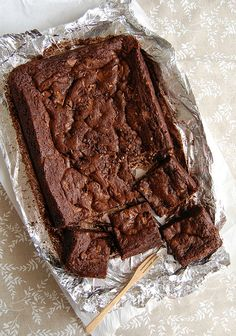 This page starts with Lemoncello bars (yum!) and includes Toblerone brownies (get out!) Scroll for lots of delicious things. Best Chocolate, Nutella Bar, Just Desserts, Dessert Recipes, Caramel, Brownie Cake, Fudge Brownies, Eat Dessert First, Desert Recipes
