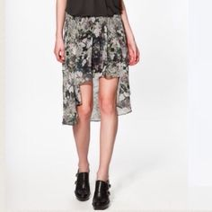 Floral High Low Skirt Brand new, never worn. You can see the tag on the 3rd picture (actual price tag not attached). Very cute spring /summer skirt. The skirt has an elastic waist band and a underlying skirt.  No Trades✂️ Zara Skirts High Low