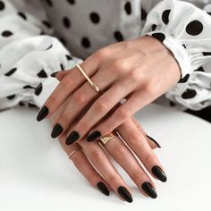 34 Trendiest and Newest Almond Nail Design You Must Have. Almond Nails Designs are a favorite style in the realm of manicure. Black Almond Nails, Short Almond Nails, Black Nails Short, Fall Almond Nails, Natural Almond Nails, Almond Shape Nails, Perfect Nails, Gorgeous Nails, Pretty Nails