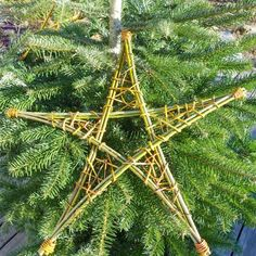 Star - Basket and Crate Christmas Decorations To Make, Christmas Art, Christmas Holidays, Christmas Wreaths, Christmas Ornaments, Willow Weaving, Basket Weaving, Hobbies And Crafts, Diy And Crafts