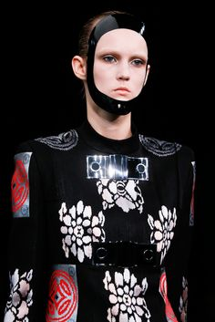 Alexander McQueen Spring 2015 Ready-to-Wear - Details - Gallery - Style.com
