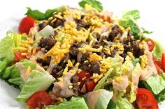 (NEW Recipe) Skinny Cheeseburger Salad. Here's an unexpected spin on the classic cheeseburger that's so tasty and fun! Each large, main course salad has 242 calories, fat and 6 Weight Watchers POINTS PLUS. Skinny Recipes, Ww Recipes, Low Calorie Recipes, Salad Recipes, Cooking Recipes, Healthy Recipes, Recipies, Skinny Meals, Cleaning Recipes