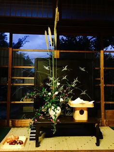 十五夜のしつらえ All Japanese, Japanese Design, Japanese Culture, Japanese Style, Fall Deco, Nature Table, Mid Autumn, Tokyo Japan, Chinese Art