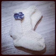 Lumioosi: Sukat vauvalle helmineuleella Baby Knitting Patterns, Knitting Ideas, Knitting Socks, Mittens, Knit Crochet, Baby Shoes, Slippers, Kids, Handmade