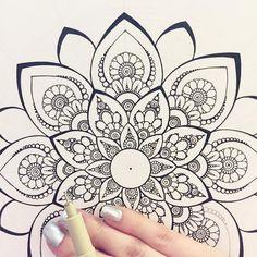 Pin by brandon nerz on art Doodle Art Designs, Doodle Patterns, Zentangle Patterns, Mandala Pattern, Pattern Art, Zentangles, Mandala Doodle, Mandala Art Lesson, Mandalas Painting